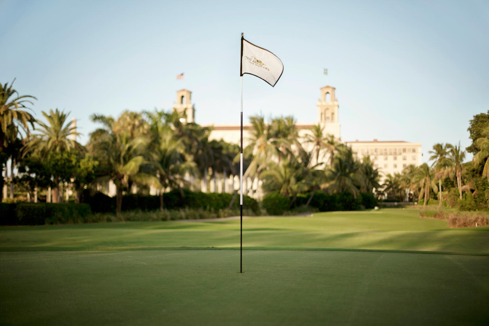 09-breakers-golf-flag